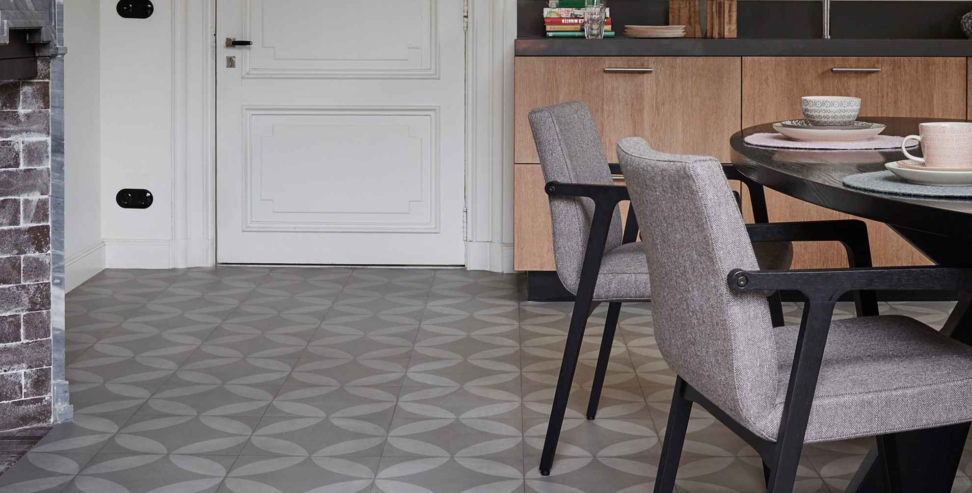 Een wereldse vloer met een patroon om te zoenen