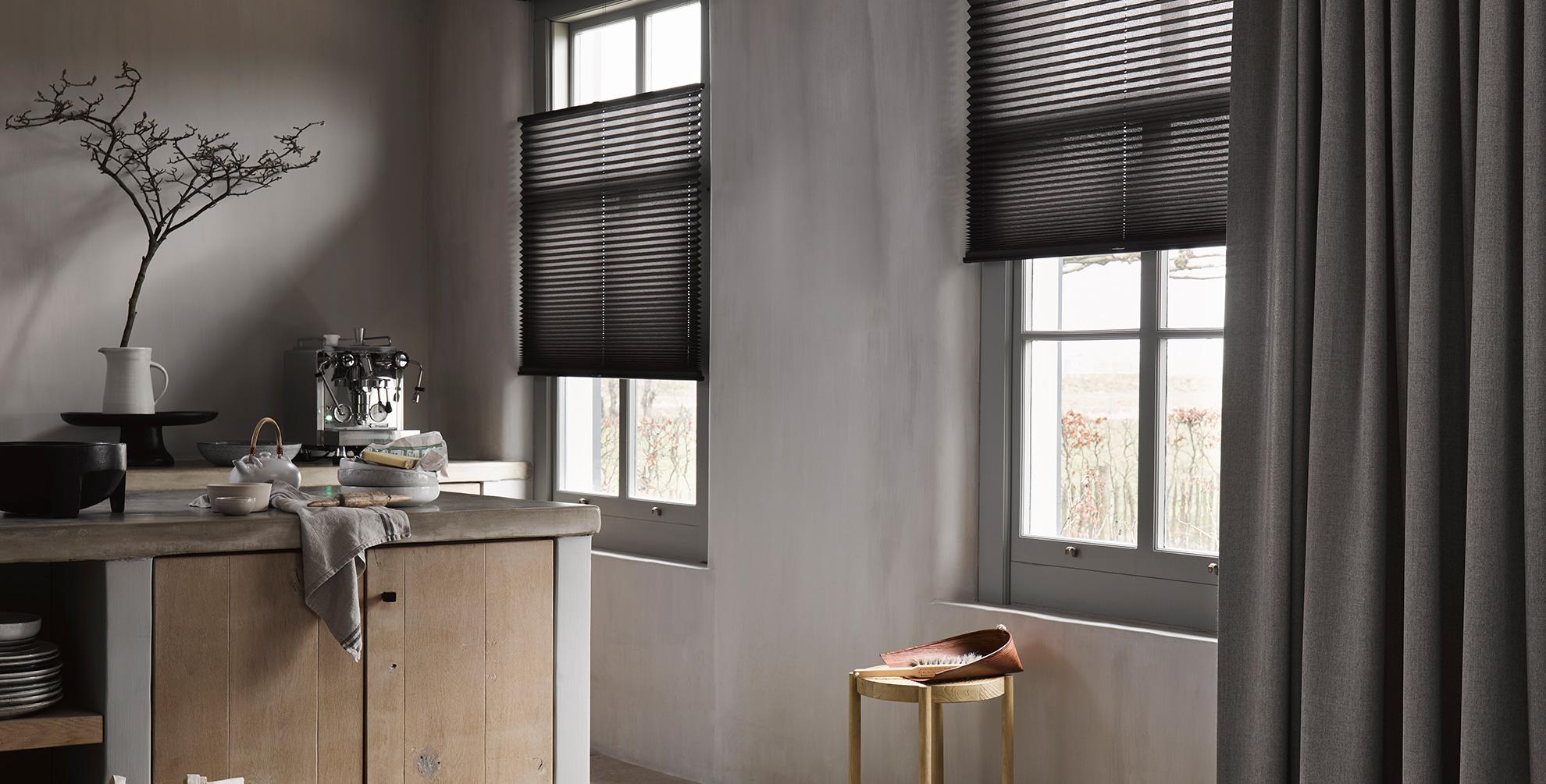 Buiten grauw? Niet met grijs voor je raam!