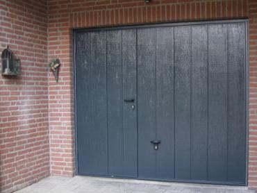 Garagedeur met loopdeur een ideale oplossing