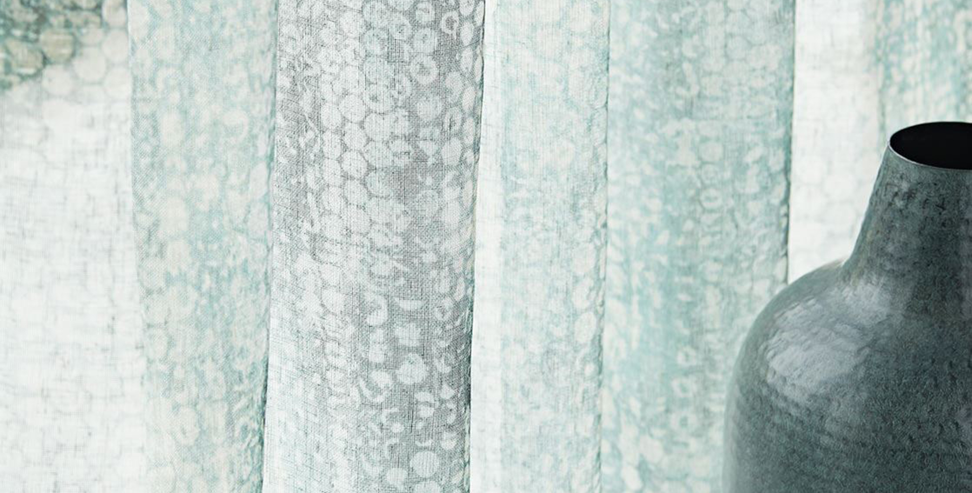 <b>Golvende</b> inbetweens combineren met <b>fluweelzacht</b> tapijt