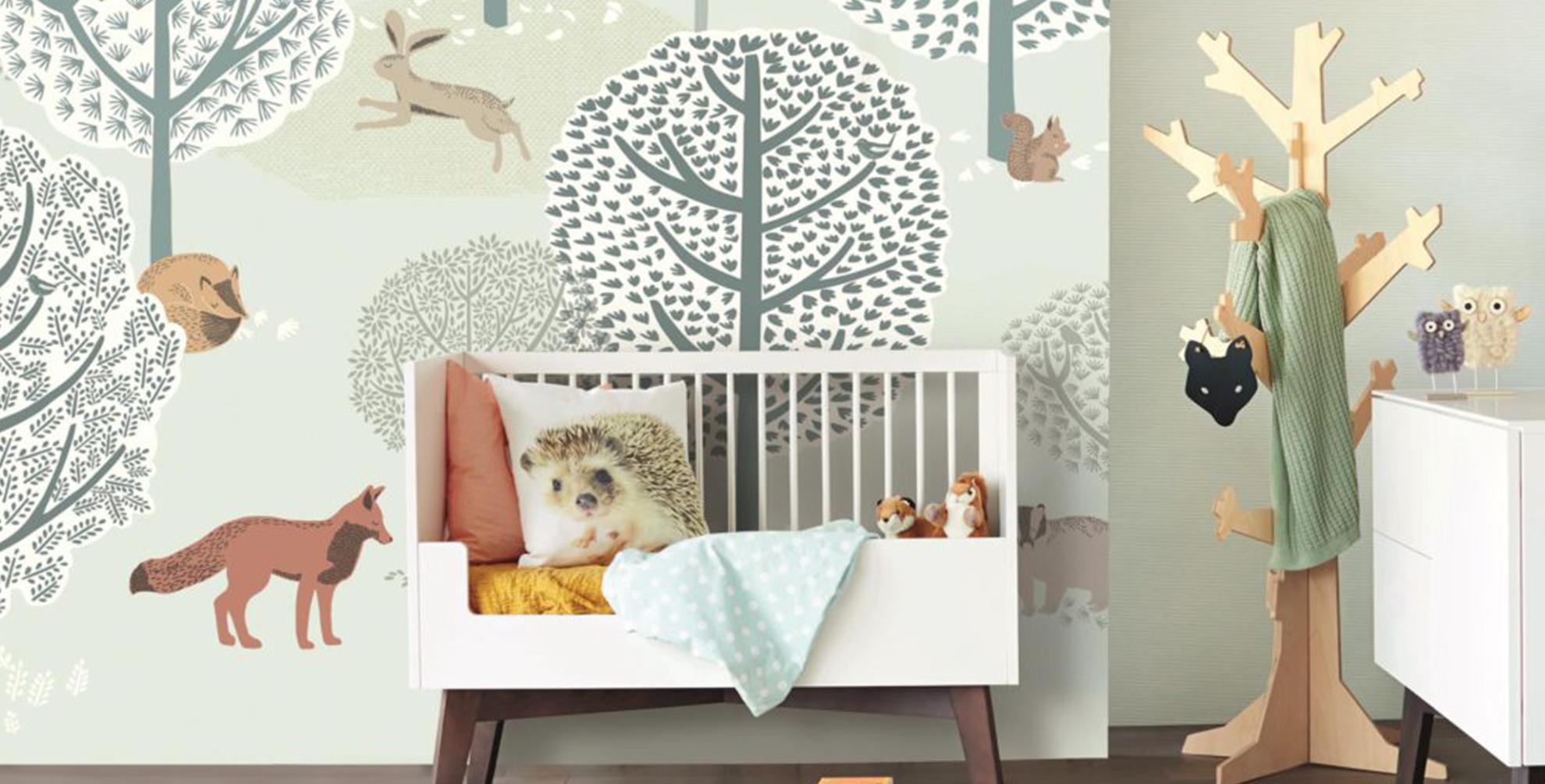 Leef je uit met <b>behang</b> in de <b>babykamer</b>