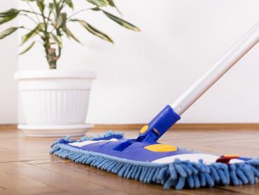 Het <b>reinigen</b> van een <b>laminaatvloer</b>