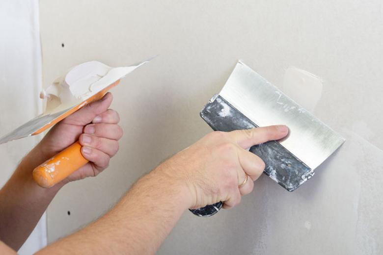 Hoe kun je de muur na het verwijderen van behang afwerken?