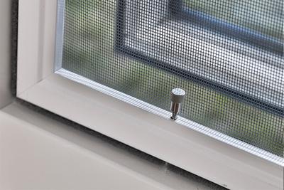 Horren: hang-en sluitwerk van het raam