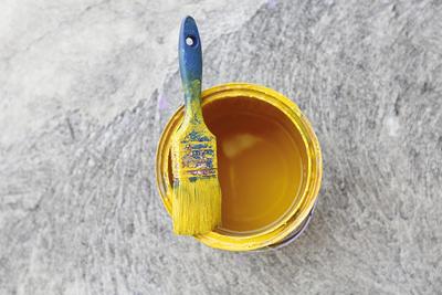 Het plafond verven kan een lastige klus zijn, lees hier een aantal tips