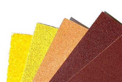 Met schuurpapier kun je een oppervlakte mooi glad maken