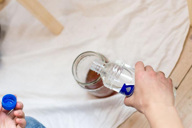Kwasten met terpentine schoonmaken