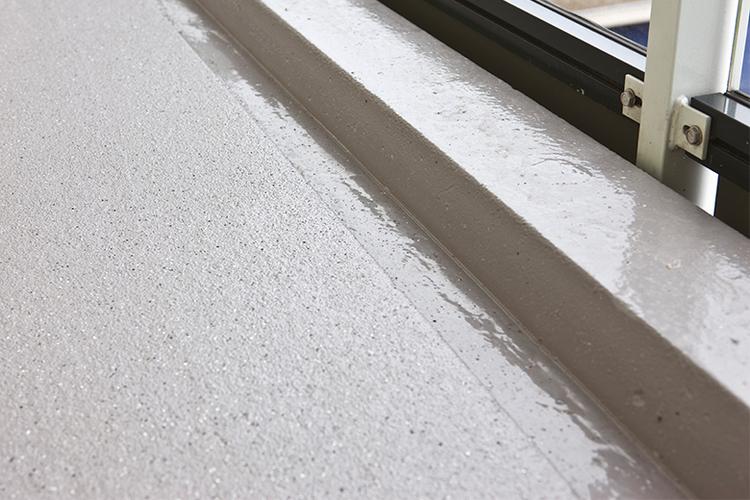 Verven van een betonnen vloer