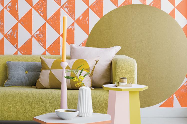 Verven op de muur in verschillende vormen en kleuren