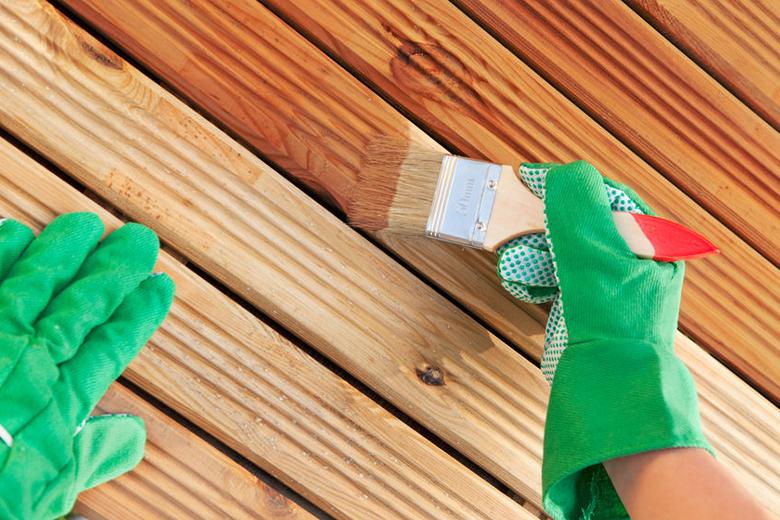 Welke invloed heeft dekkende of transparante beits bij houtschilderwerk?