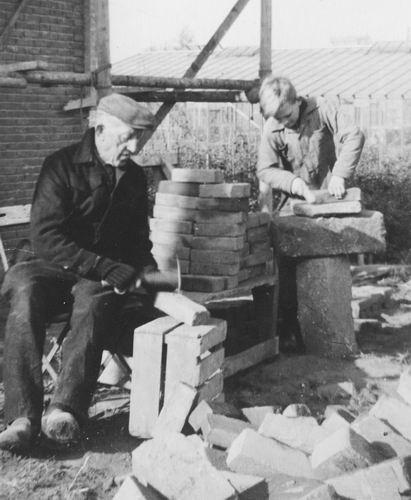 00 Wies Jan Azn 1947 met Arie jr Stenen Bikken
