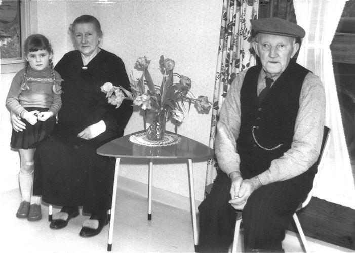 00 Wies Jan Azn 1959 met Opoe en Marlies Smit 03
