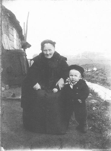 00 Wies - de Jeu Marijtje 1914± met kleinkind Arie