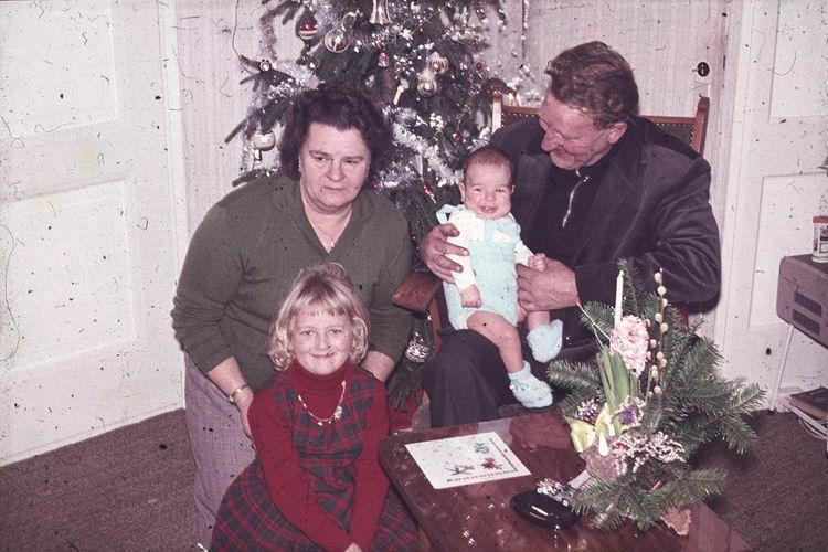 01 00 Wies Arie Sr 1964 Kerst 03 met kleinkinderen Thea en Arie