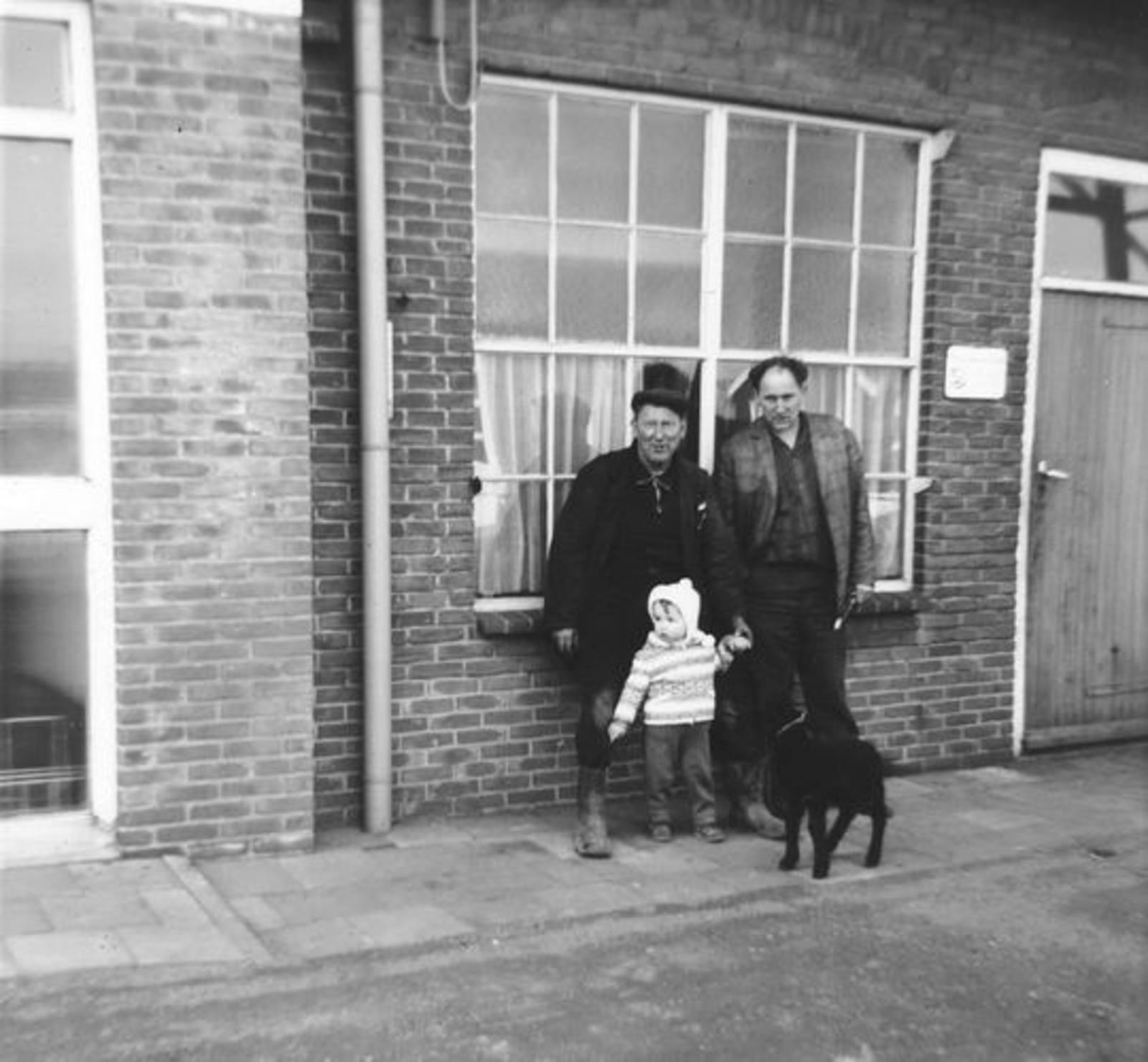 01 00 Wies Arie Sr 1965± met zoon en Kleinzoon Arie