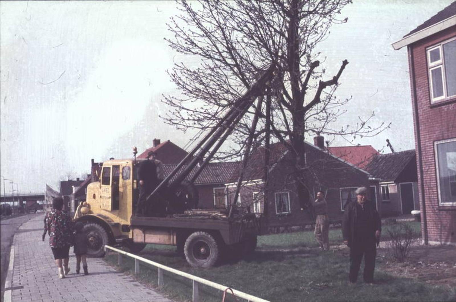 01 00 Wies Firma A 1966± Kruisweg Kappen van Boom met Pa