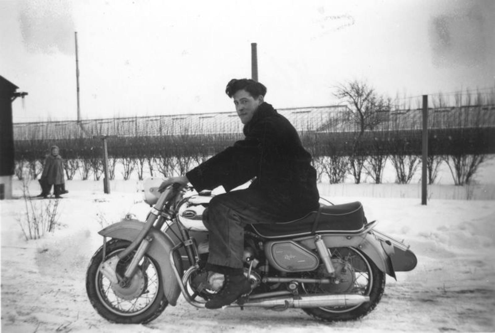 01 01 Wies Miesie 1955± Klaas Visser op Express v Jan Wies Jzn