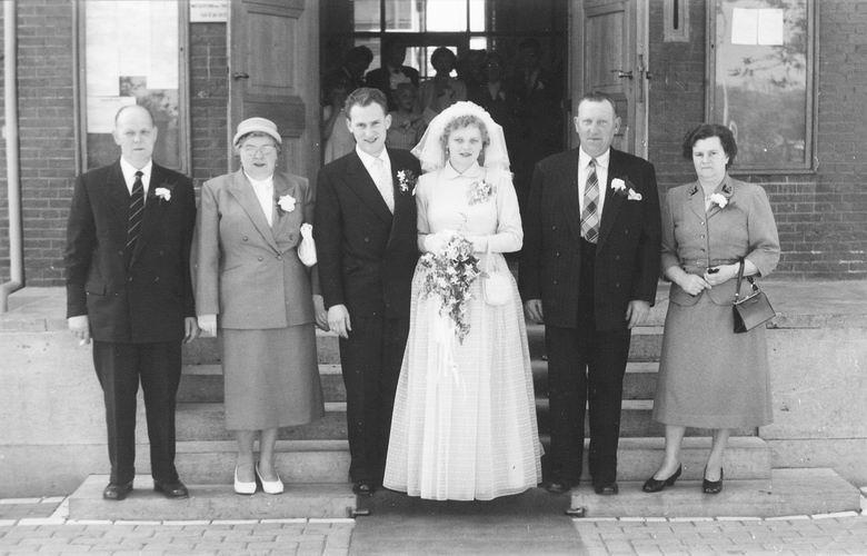 01 02 Wies Arie jr 1957 Trouwt Maartje 30 met Beider Ouders