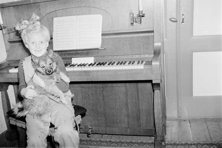 02 Wies Rita 195_ bij de Piano van