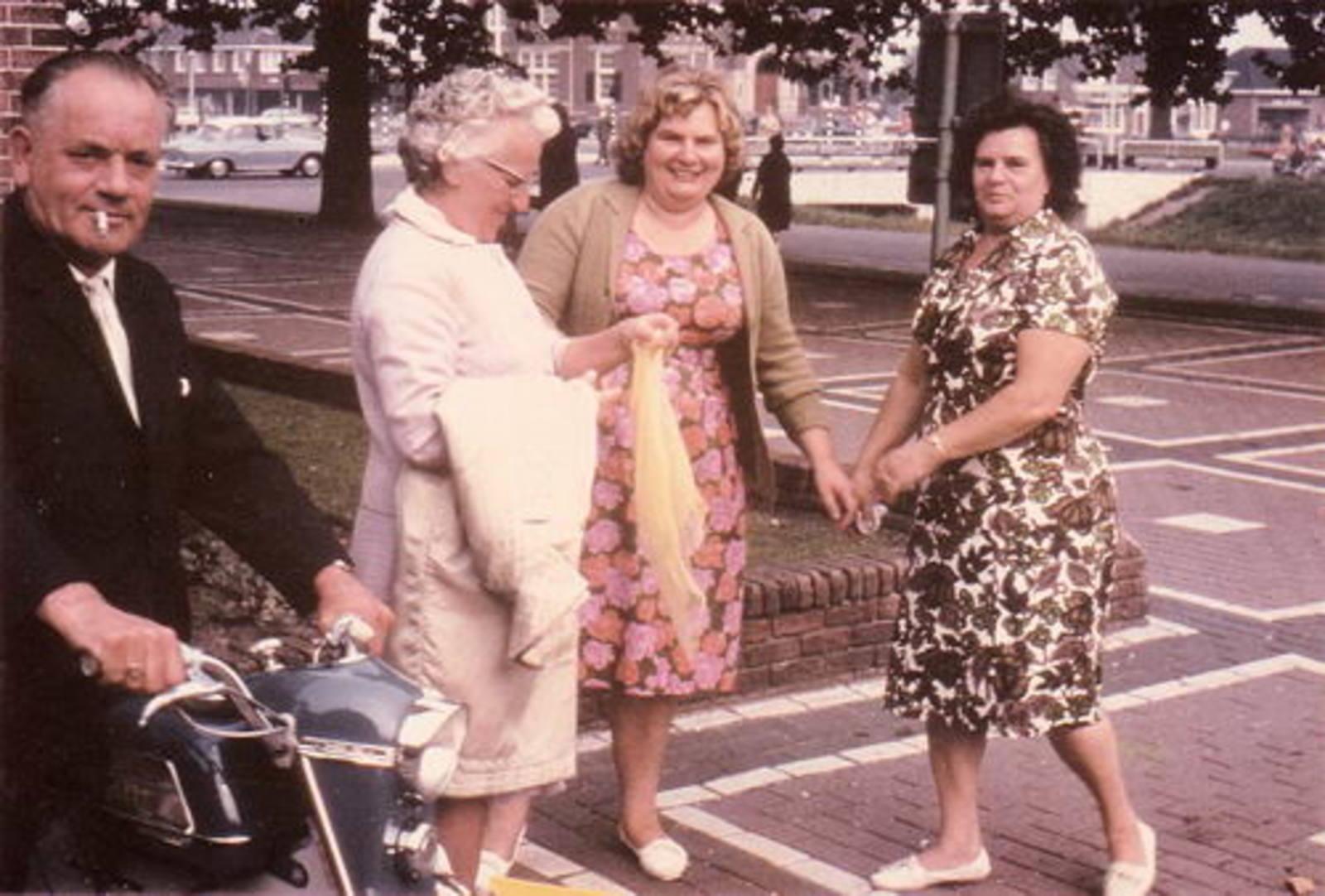 03 Kesting Dirk 1964 met tante Hill tante Marie en Miesie