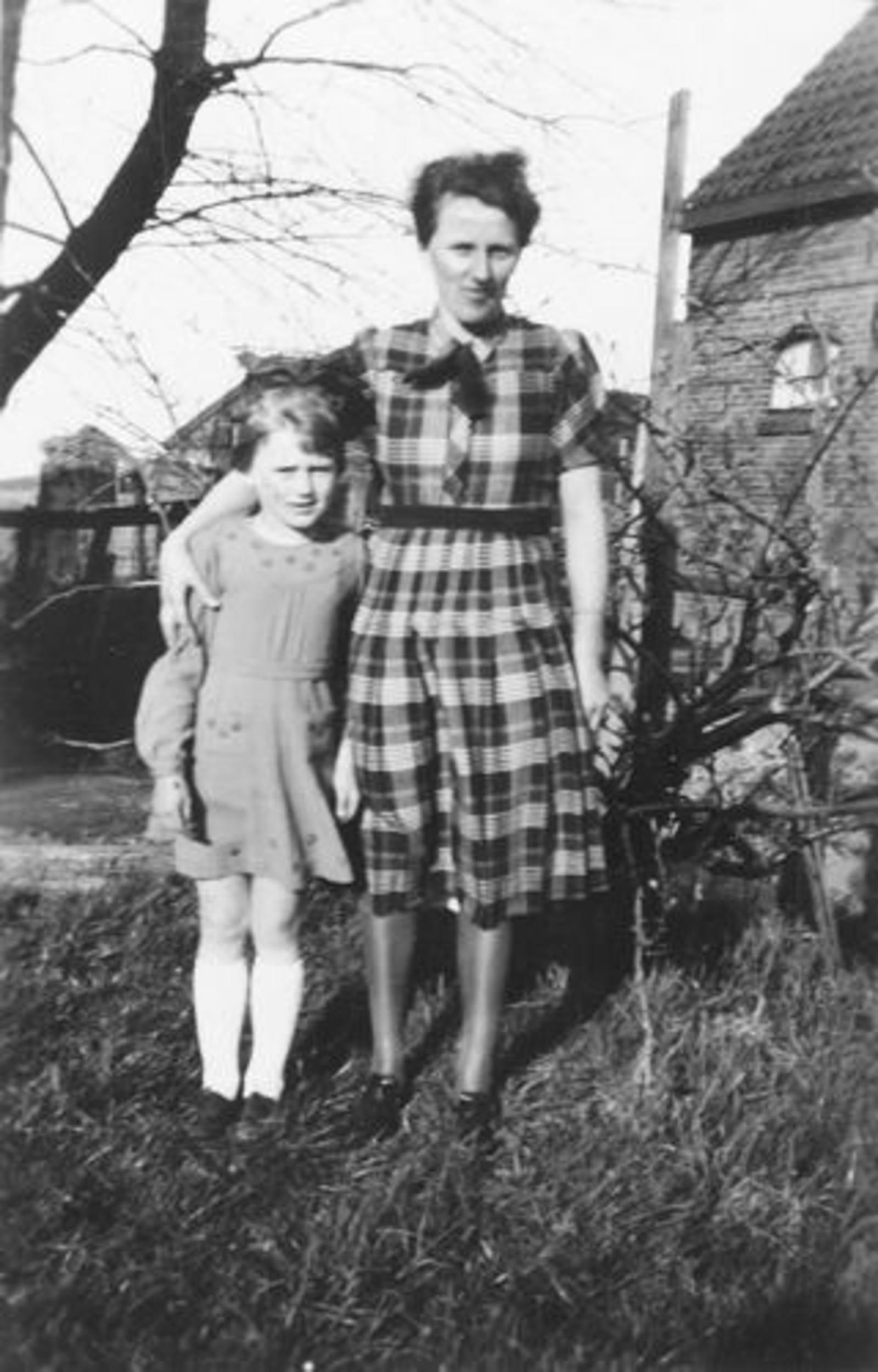 03 Wies Hill 1939± met dochter Zus