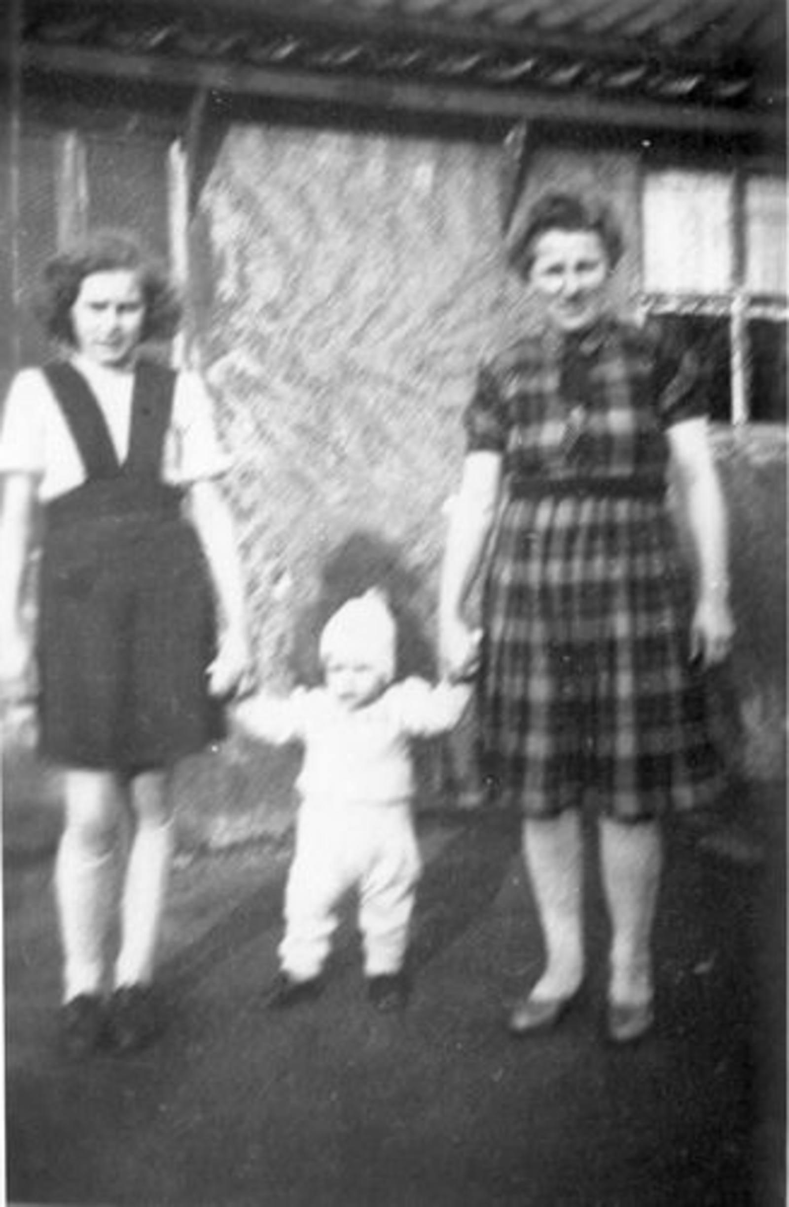 03 Wies Hill 1946± met kinderen Zus en Jan