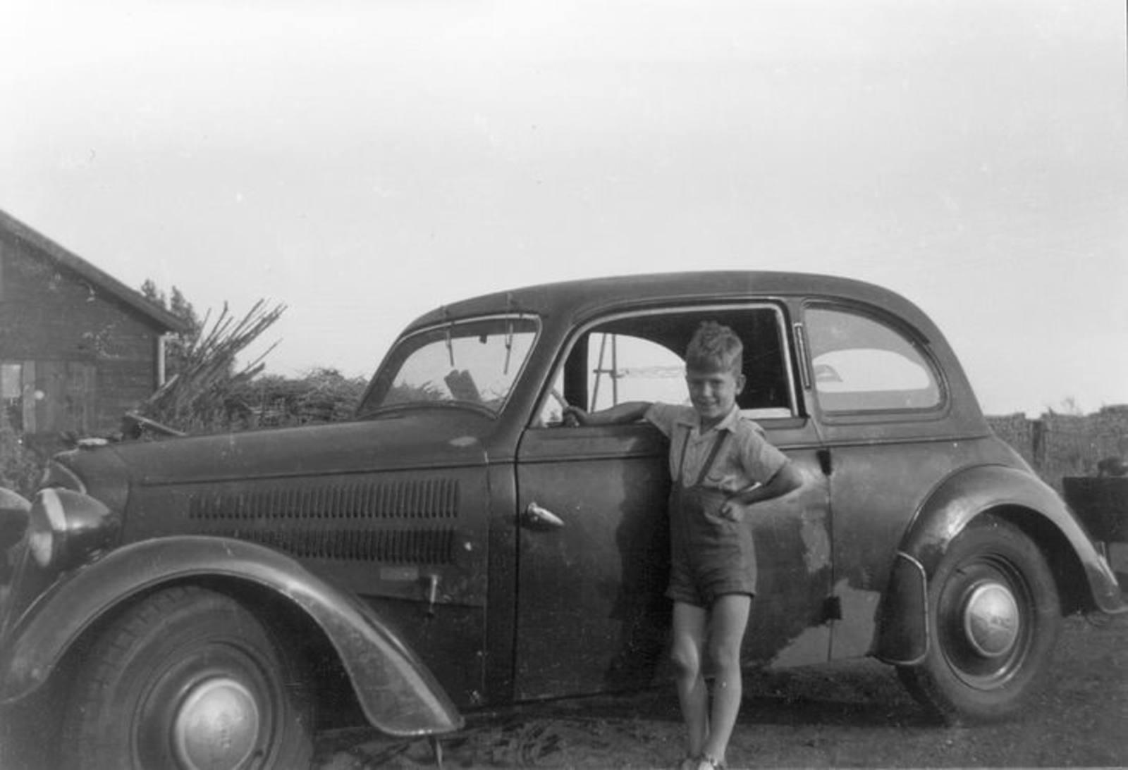 03 Wies Hill 1951± zoon Jan bij DKW super van 1940