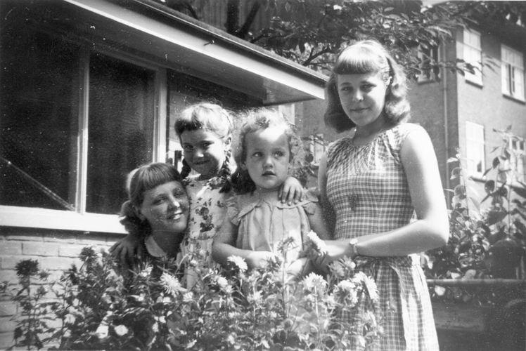 04 Wies Marij 1958 Dochters Wil Marja Gees en Coby