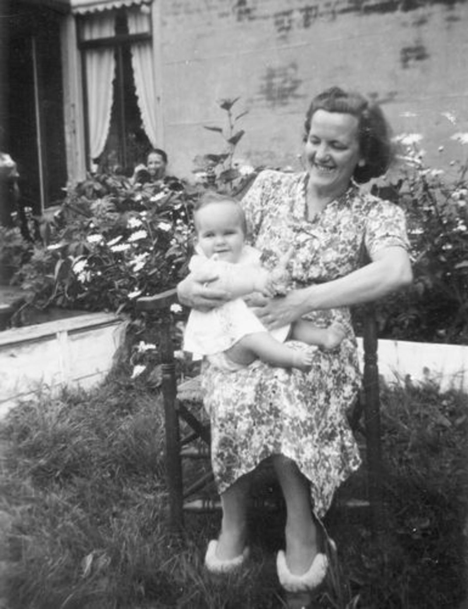 04 Wies Marij 1951± met Marian Leen als Baby