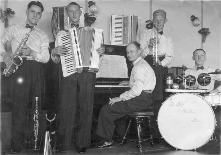 06 Wies Gerrit 1939 met Band The Blue Rhytm Stars