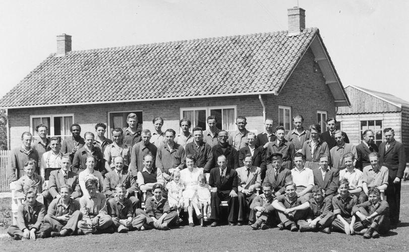 06 Wies Gerrit 1950 bij Fa Verhoef Groepsfoto