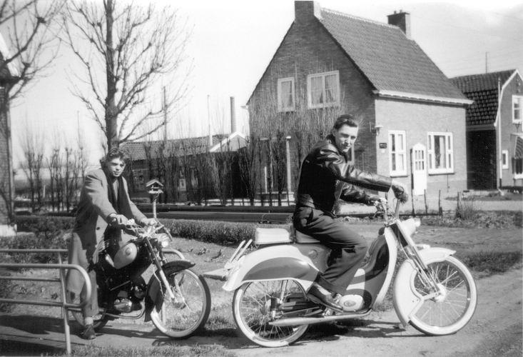 06 Wies Gerrit 1959 zoon Kobus Brommers showen bij Ome Arie 03