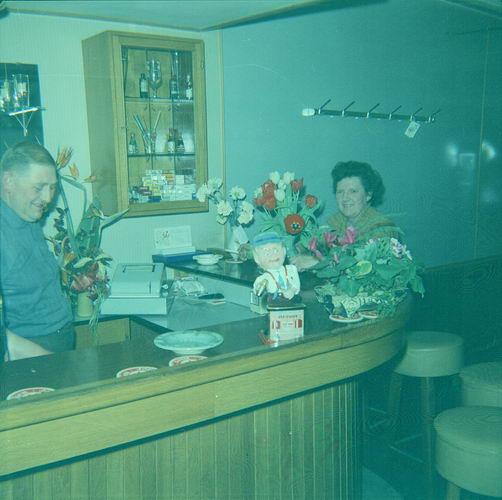 08 Wies Marie 1963 Opening Cafe Piet Smit aan Leimuiderdijk 01