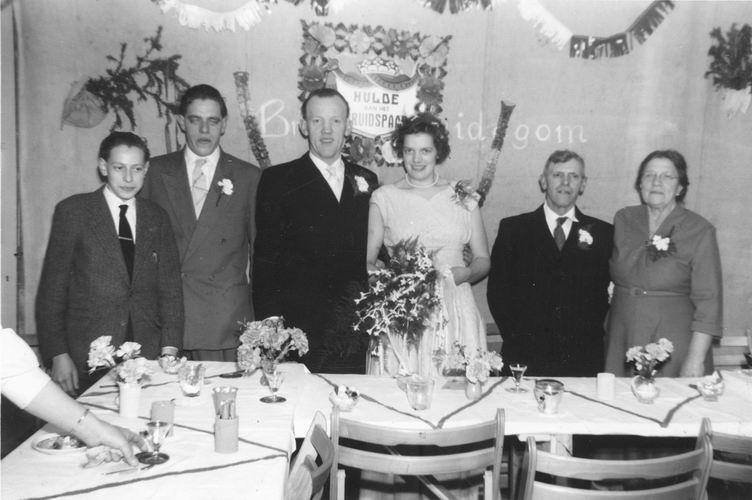 09 Wies Jan 1958 trouwt Sijtje Sauer met fam Sauer