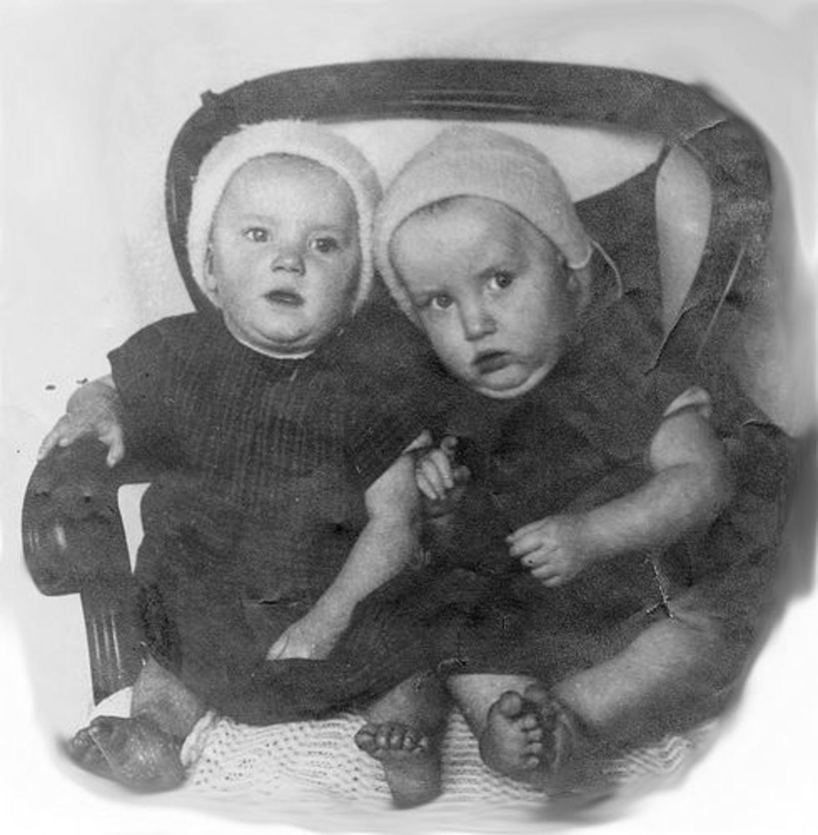 09 Wies Jan 1924± en Marie als kruipertjes_oud