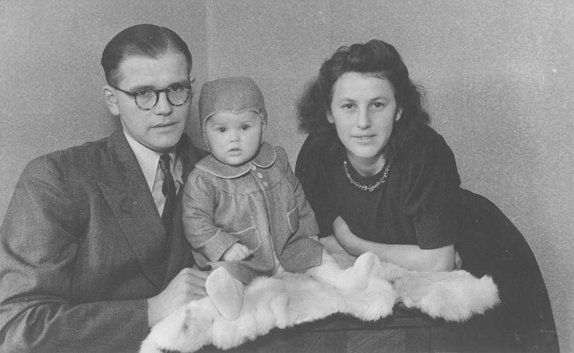 10 Wies Nel 1948 met Baby Klaas
