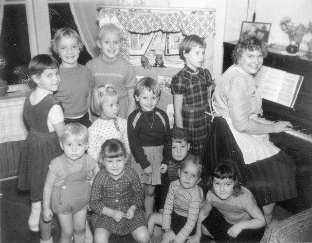 11 Wies Henk 1958 Kinderen met Neven en Nichten