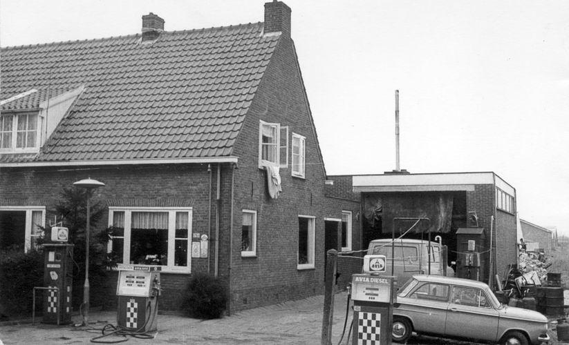 11 Wies Henk 197_ Benzinepomp Aalsmeerderweg en nieuwe schuur