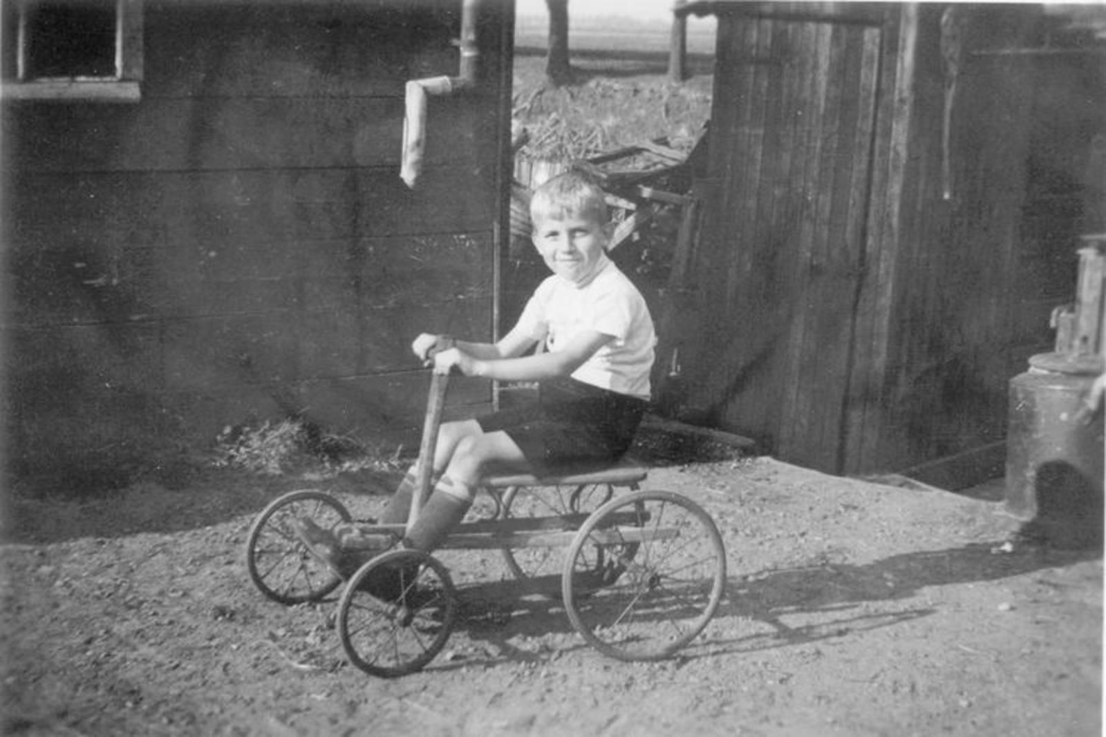 11 Wies Henk 1932± op zijn vliegende Hollander