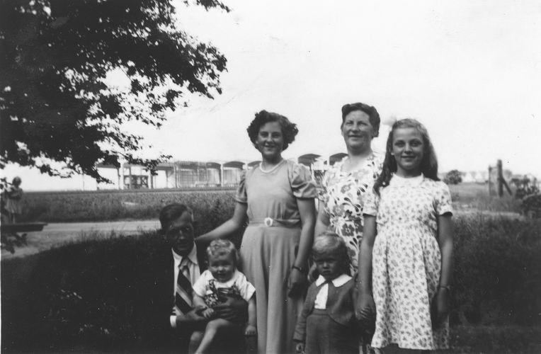 24 Wies Arie Pzn 1950 Gezinsfoto 02