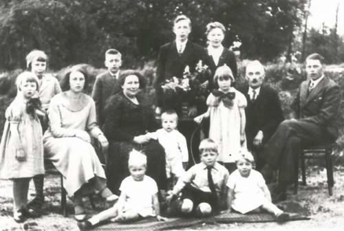 Jonkman Manus 1935± met Anna Reichwein en kinderen