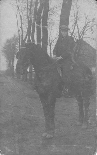 <b>ZOEKPLAATJE:</b>&nbsp;Pol Ambrosius Jan vd 1904 1923± te Paard