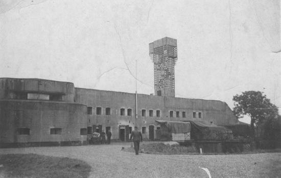Hoofdweg W 073_ 19__ Fort met uitkijktoren en Hans vd Helm