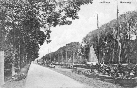 Hoofdweg W 073_ Vaart vol met boten 1915_2