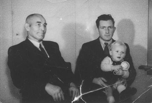 Smit Nicolaas 1877 1944 met zoon en Kleinzoon Nicolaas