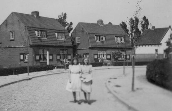Fortweg 0031-39 met Ria Koeckhoven en Annie Lauret