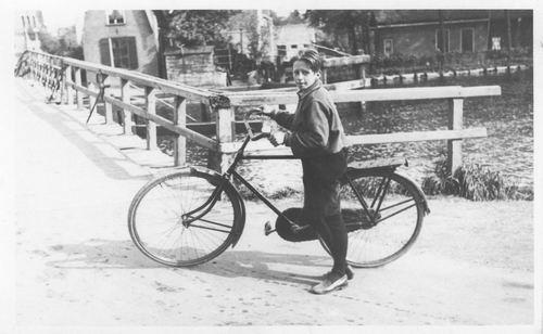 Aalsmeerderdijk 040_ 1929 Henk Resoort op de Fiets