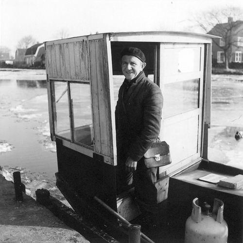 Aalsmeerderdijk 067_ 1972 Pontje Uiterweg met Jan H Schijff 02