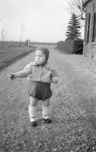 Aalsmeerderweg O 0228 1952 Boerderij Bakker met Jan Vogel 01
