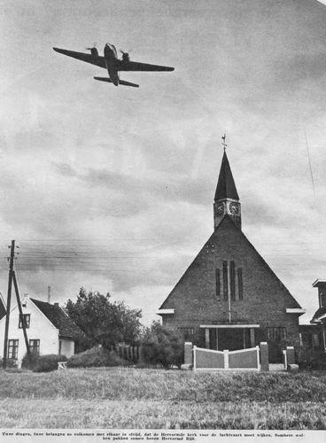 Aalsmeerderweg_O_0268_1956_NH_Kerk_Maranatha_met_Vliegtuig